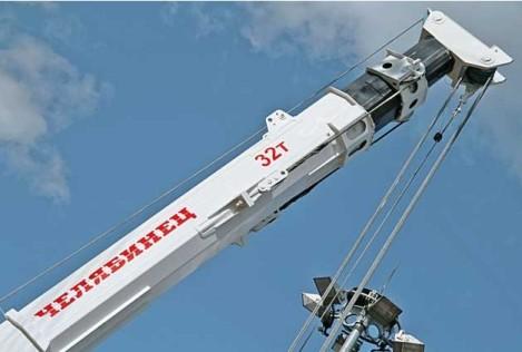 Фото автомобильного крана КС-55733 «Челябинец» грузоподъемностью 32 тонны с восьмигранной стрелой